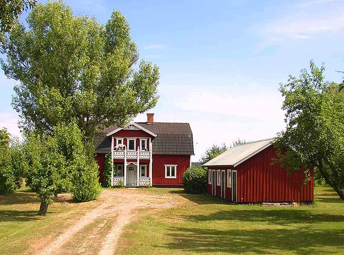 Red country house and barn barns and detached workshops for Red barn houses