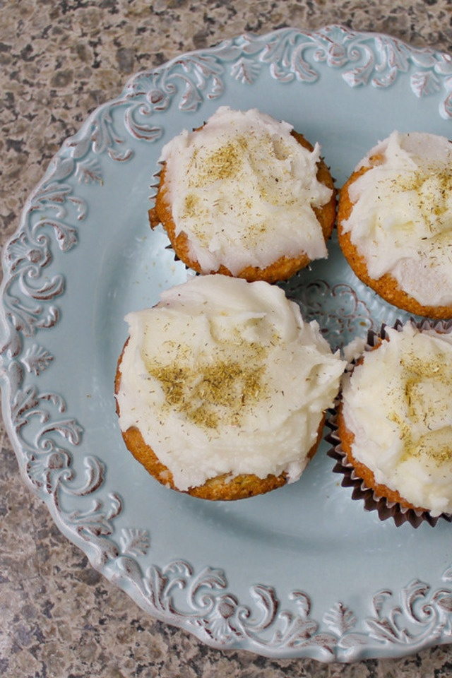 Chamomile Cupcakes with Honey Glaze | Chamomile Roman (Anthemis nobil ...