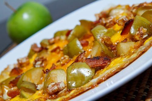 Caramelized Apple And Cheddar Omelette With Bacon And ...