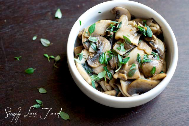 Sauteed mushrooms w white wine, thyme & rosemary {via simply love food ...