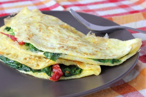 one-egg omelet with spinach, sun-dried tomatoes and cheese #meatless