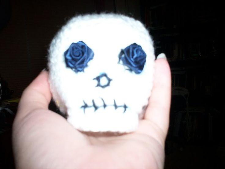 Free Amigurumi Skull Pattern : Pin by Rose Virginia on Crochet too! Pinterest