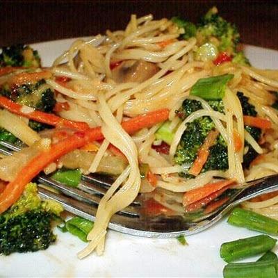 Thai Noodles With Spicy Peanut Sauce   Fooood.   Pinterest