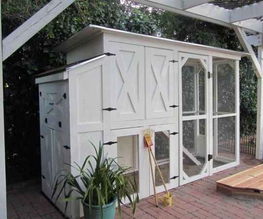 Another view of the perfect ranch style chicken coop