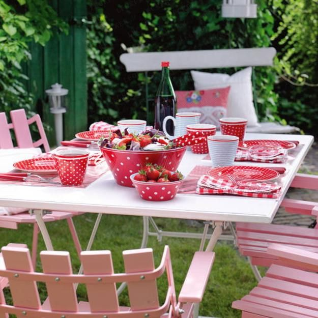 Outdoor table party decorations photograph canada day ou for B day decoration photos