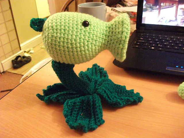 Plants vs. Zombies Pea Shooter plushie (with free crochet pattern)