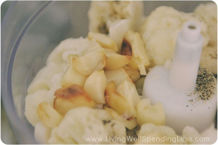 Roasted Garlic Mashed Cauliflower | top it with chives