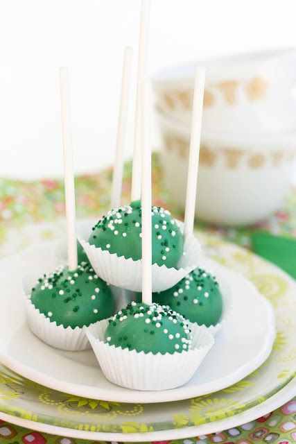 Green Velvet Cake Lollipops {Gluten-Free}