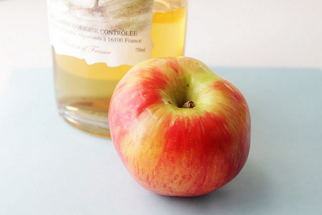 Hot-Toddy with apple brandy. 2oz apple brandy, lemonjuice, honey, hot ...