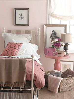 Pink and chocolate brown #bedroom #color #decoratingideas