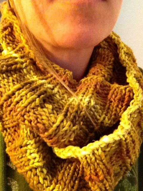 Easy Ribbed Infinity Scarf Knitting Pattern