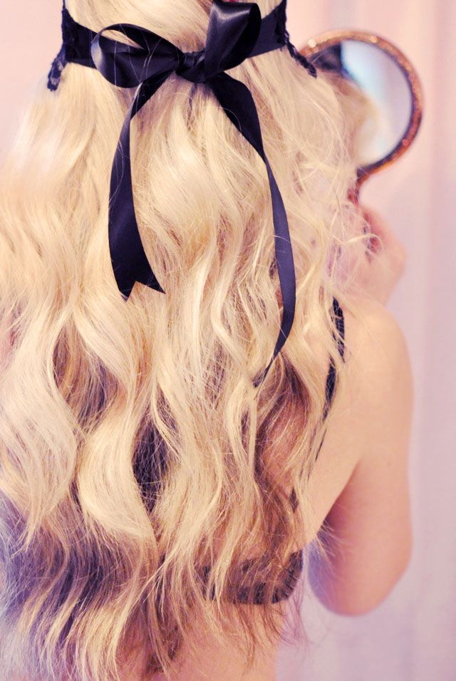soft pretty waves hair tutorial, back of hair with a black bow