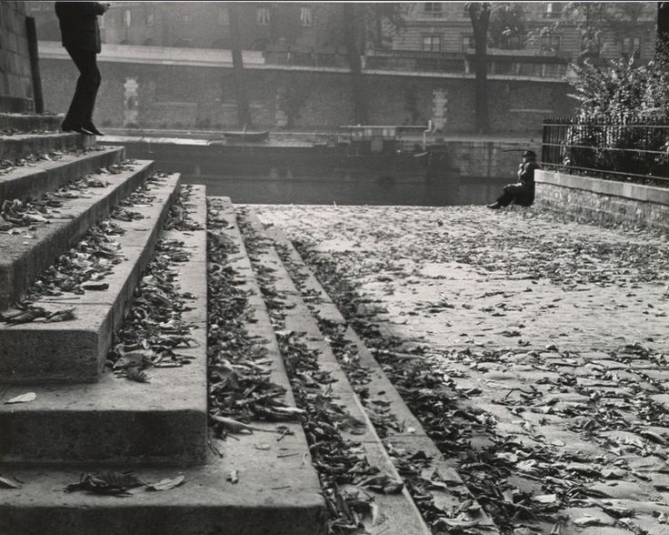 André Kertész, Vert Galant on a Fall Afternoon, Paris, 1963
