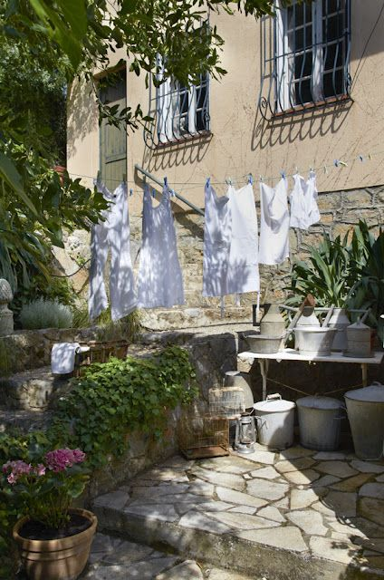 Hanging laundry and galvanized.  (via Anna Truelsen inredningsstylist)