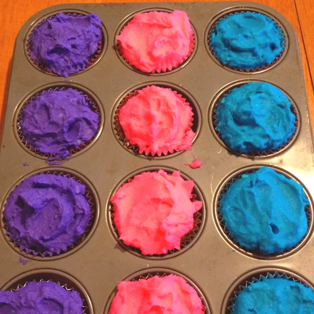 April Fools! Cupcakes for diner. Meatloaf cups with colored mashed ...