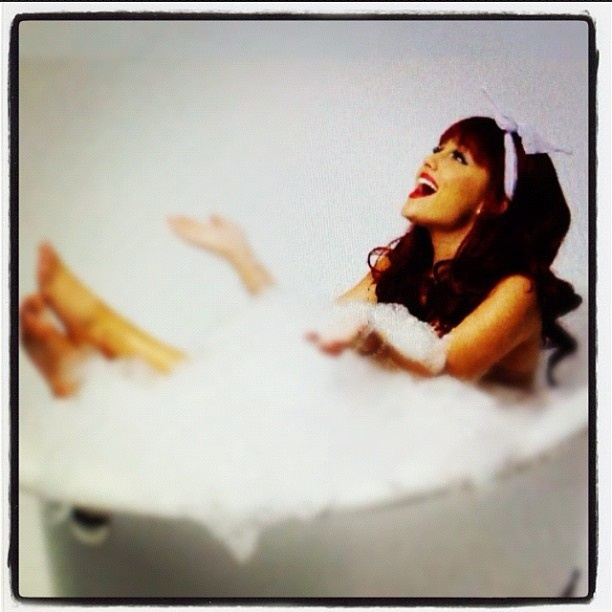 Bubble bath photoshoot too cute picture perfect for Bathroom photoshoots