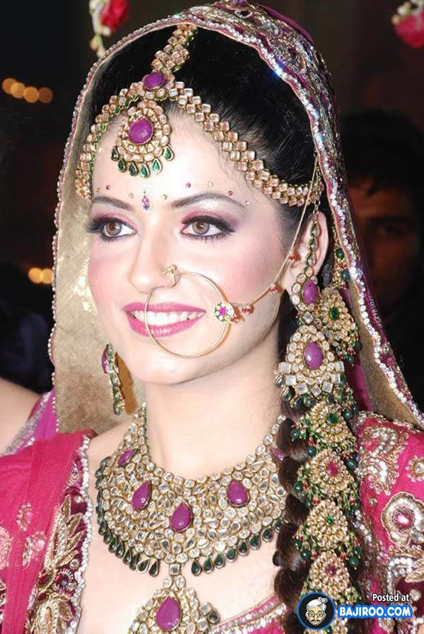 Traditional Bridal Costumes Indian wedding makeup ...