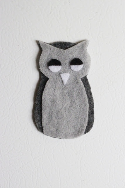 How to make an owl magnet out of felt.