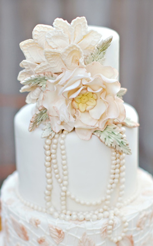 Baroque pearls and flower wedding cake | Weddings | Pinterest