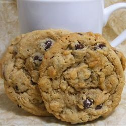 Outrageous Chocolate Chip Cookies (photo - abapplez)