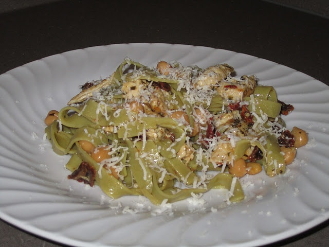 Spinach Tagliatelle with Herbed Chicken, Chick Peas, Sun-dried ...