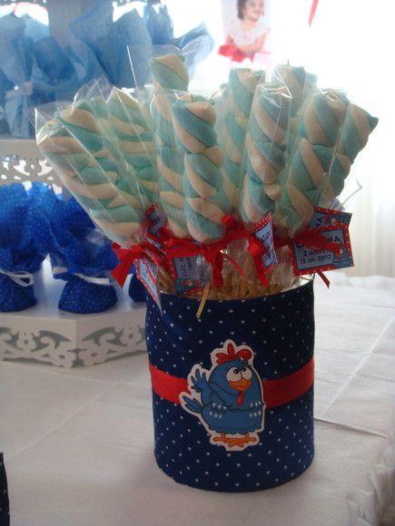 Espetinho de marshmallow delicadamente embalados em celofane com fita de cetim e tag no tema.  Usados para lembrancinha de aniversários, ché de bebê, nascimento, ou qualquer outra ocasião, e também usado na decoração da mesa. Fica uma graça.  Opções de cores de marshmallow: Branco, branco e azul, branco e vermelho claro, branco e verde e coloridinho (branco, amarelo, rosa e azul). Consulte disponibilidade. R$1,50
