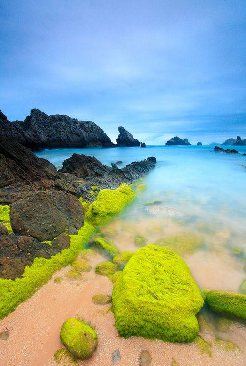 Playa de Somocuevas, Costa Quebrada, Puerto Rico.