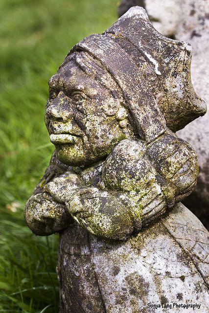 Garden statuary alice in wonderland night garden pinterest for Alice in wonderland garden statues