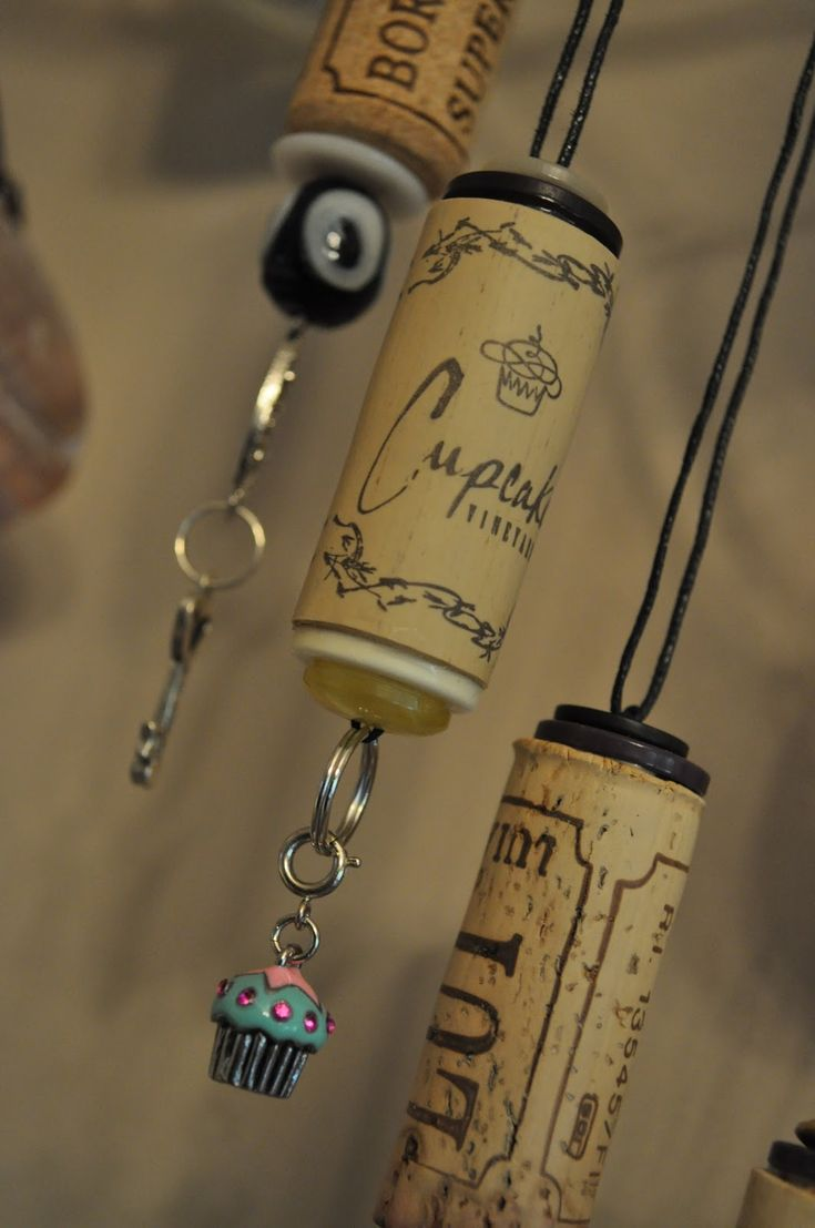 Wine cork ornaments or necklaces craft ideas pinterest for Crafts to make with wine corks