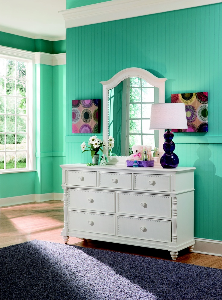 Hannah is a cleaner, casual country youth group with soft curves, shaped pilasters, finessed lines, scalloped accents and casual hardware in a crisp painted White finish. Crafted of Solid Hardwoods and painted wood products.