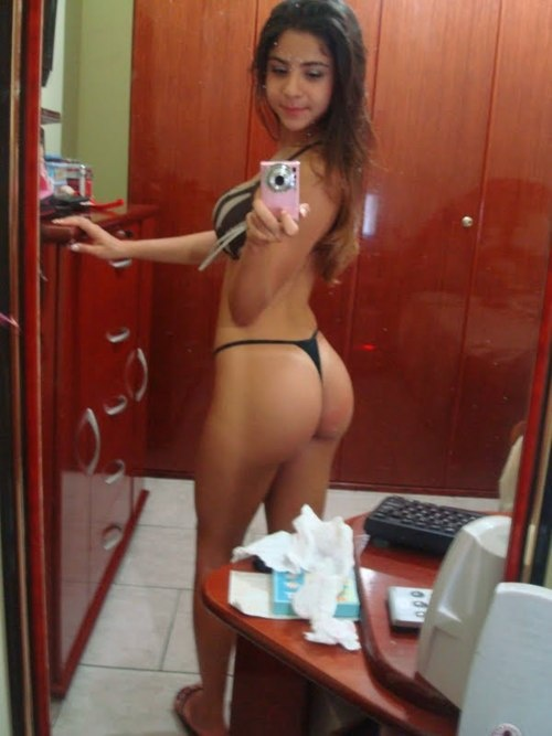 cutie with a booty (sexy selfshot) | Sexy girls (non nude) | Pinterest: pinterest.com/pin/39617671693843437