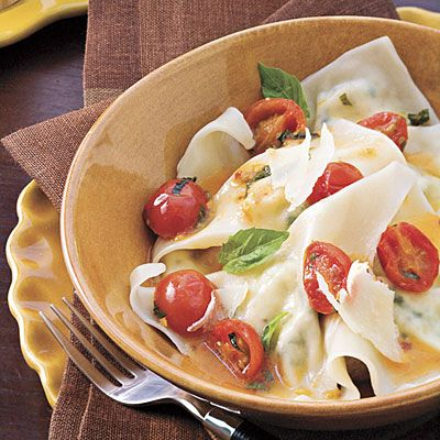 : Cheese Ravioli (Using Wonton Wrappers) With Spicy Tomato Sauce ...