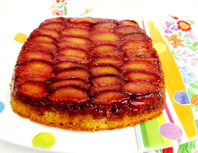 plum upside-down cake via @foodandthrift | Love to Bake | Pinterest