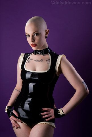 Queen of bald | Headshaved ladies : partially, totally ...