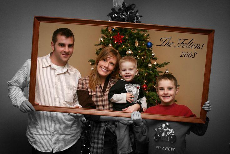 Cute christmas card photo idea photo ideas for family for Family picture christmas card ideas