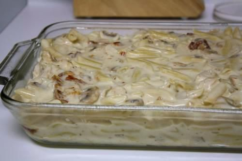 penne with chicken and sun-dried tomatoes, to be baked