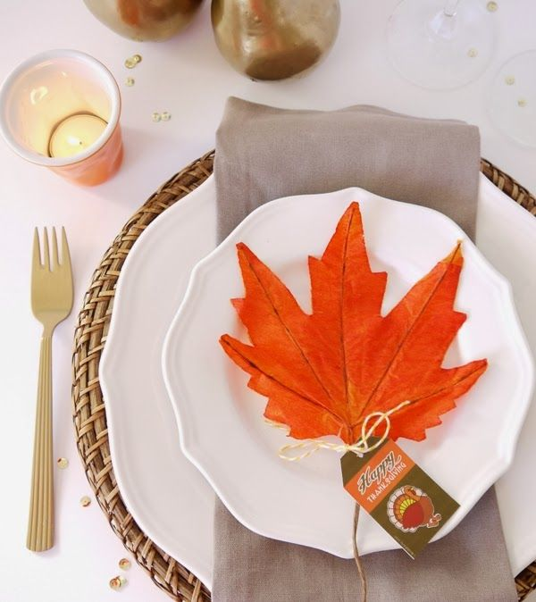 Easy Thanksgiving Table Setting Idea by Bird's Party#thanksgiving #tablescape #tablesetting #party #partyideas