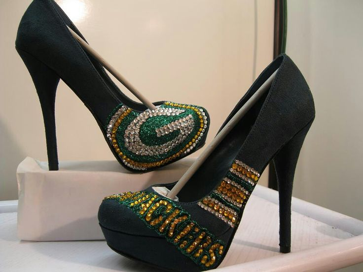 GREEN BAY PACKER shoes.....must have these