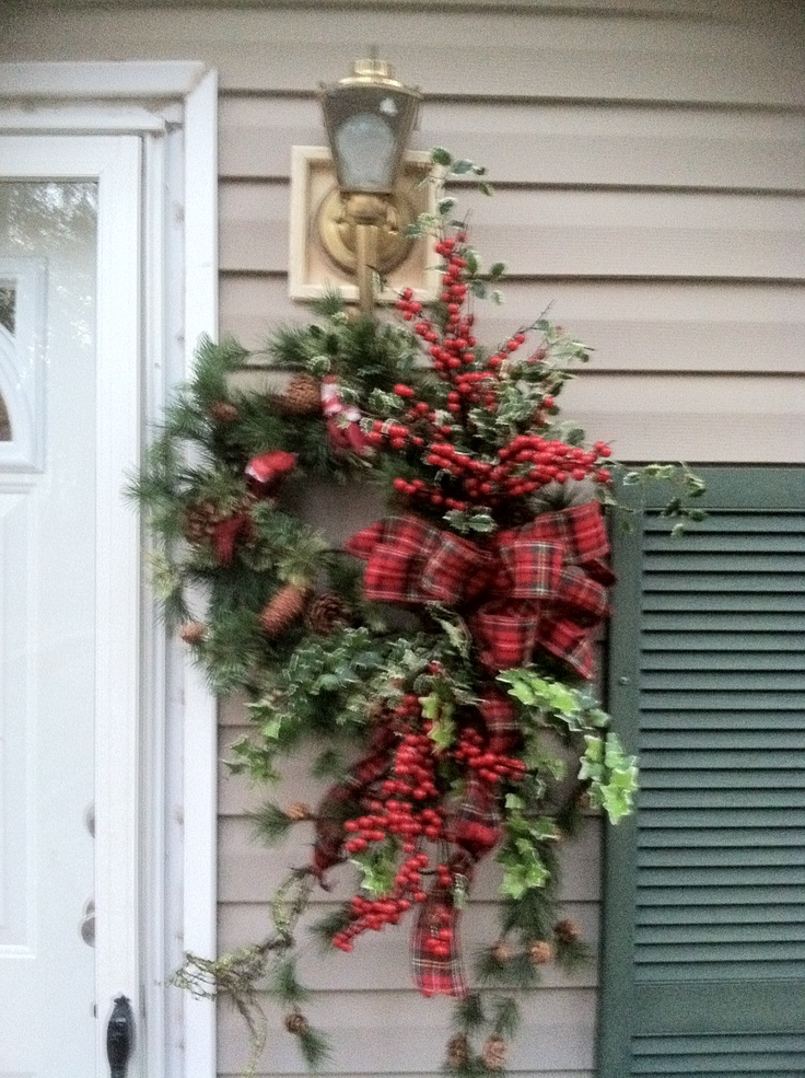 Christmas door wreath holiday wreaths pinterest for Door garland christmas