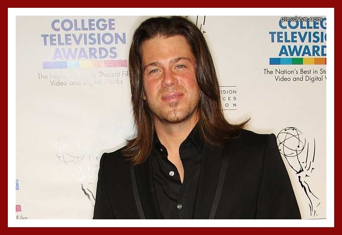kane christian girl personals 27 november 2017 famousfix profile for christian kane including biography information, wikipedia facts, photos, galleries, news, youtube videos, quotes, posters, magazine covers, trailers, links, filmography, discography and trivia.