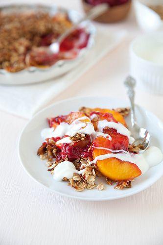 Peach Raspberry Granola Crumble | Thé ou café ? | Pinterest