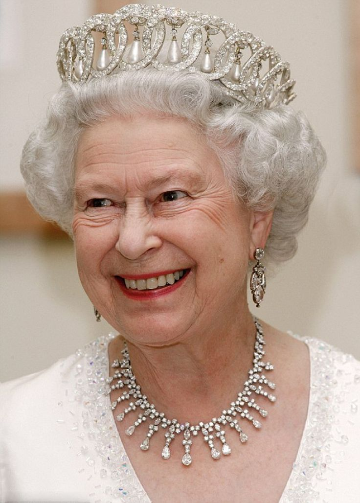 Queen elizabeth ii in a tiara vladimir with diamonds and pearls she