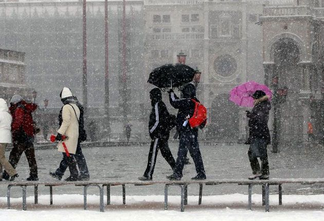 travel europe venice italys winter wonderland