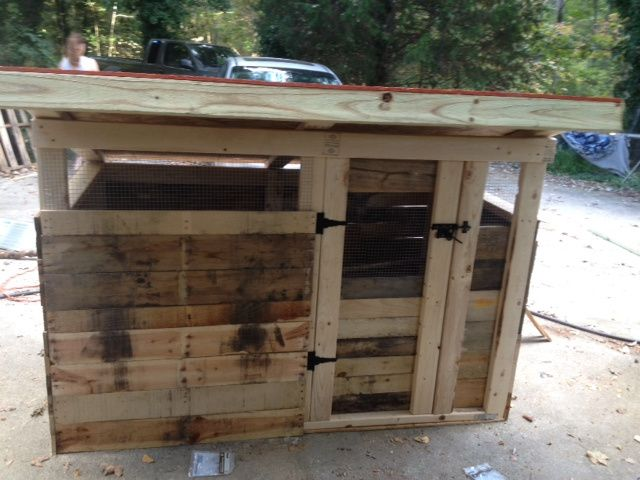 Pallet chicken coop chickens and bees and bears oh my for Pallet chicken coup