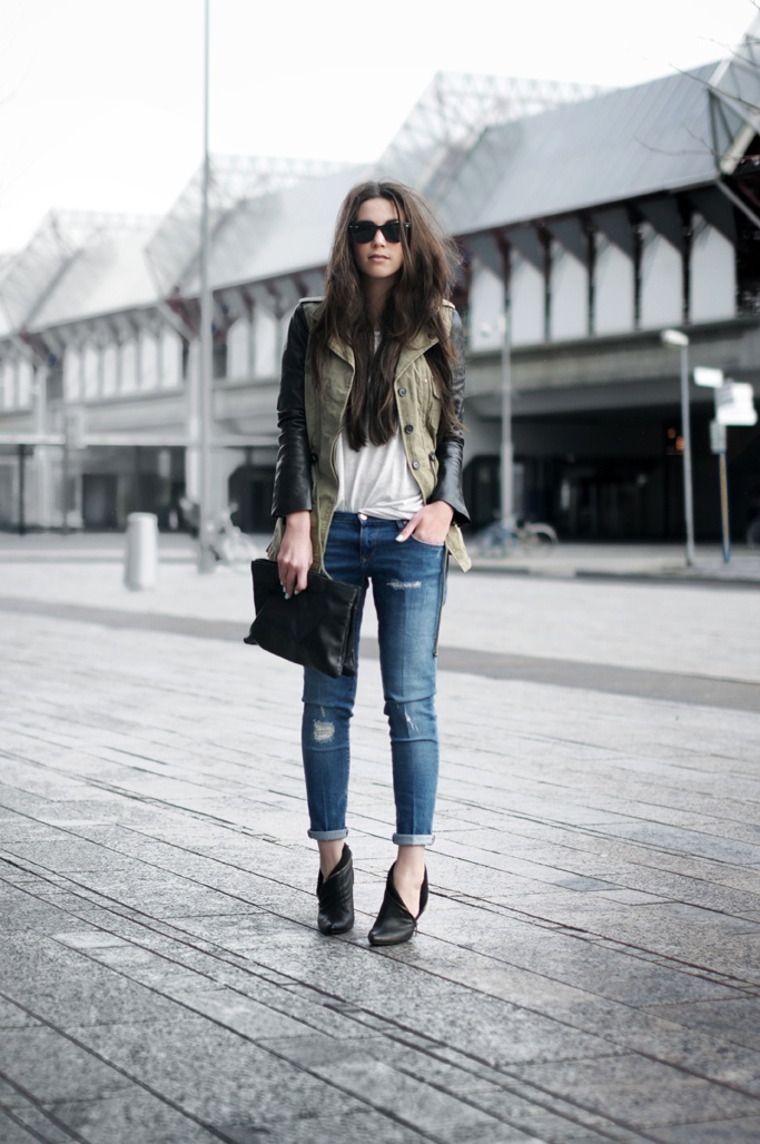 Green army leather sleeves jacket outfit | Street Chic | Pinterest