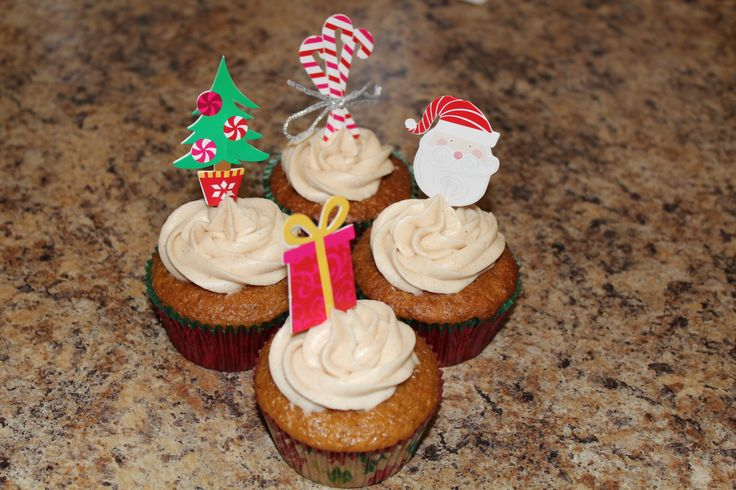 Gingerbread cupcakes with cinnamon cream cheese frosting!