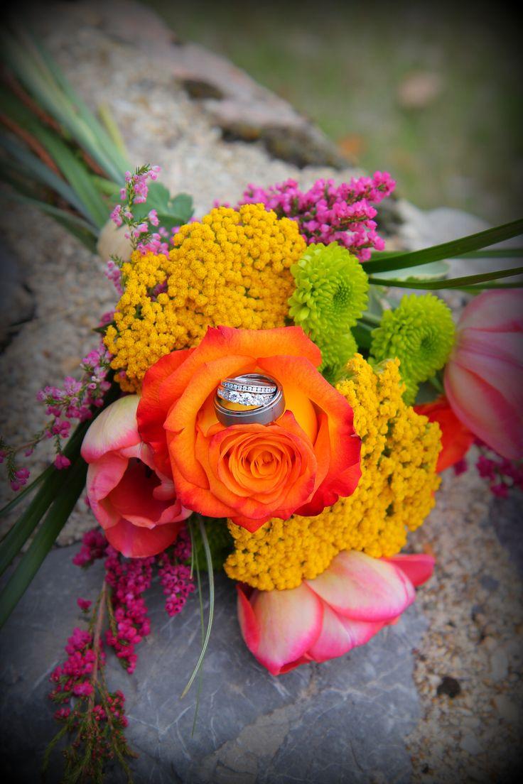 Wedding Rings In Fresh Flower Bouquet Your Wedding Bouquet Pinte
