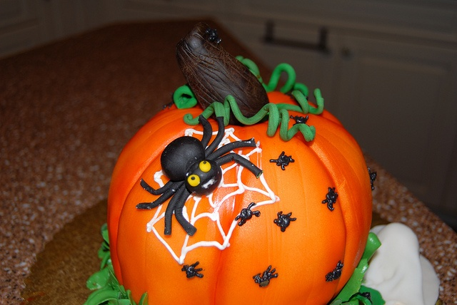 Yummy and cute halloween cake halloween pinterest Cute easy halloween cakes