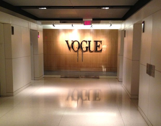 Vogue new york vogue office fashion magazine empire state of mind pin - Bureau style new york ...