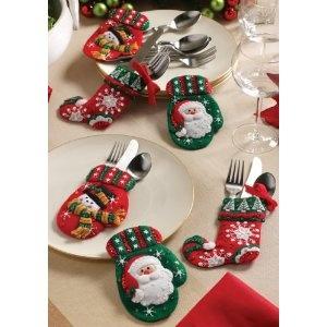 Christmas stocking silverware holders crafty idea 39 s - Como decorar la mesa en navidad ...